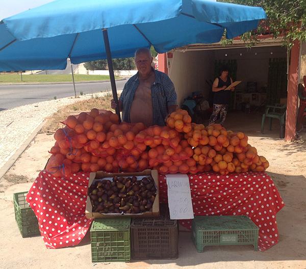 דוכן דרכים למכירת תפוזים באלגרבה