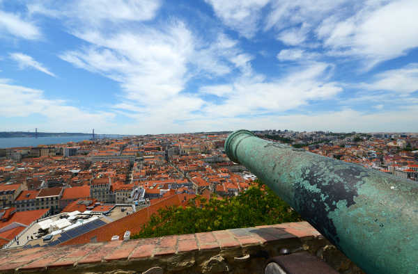 Cannon-at-Castle-of-Sao-Jorge-98479